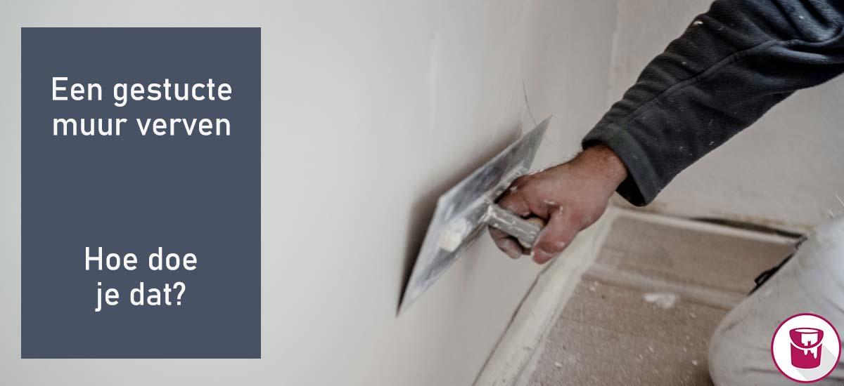 Hoe kun je het beste een gestucte muur verven?