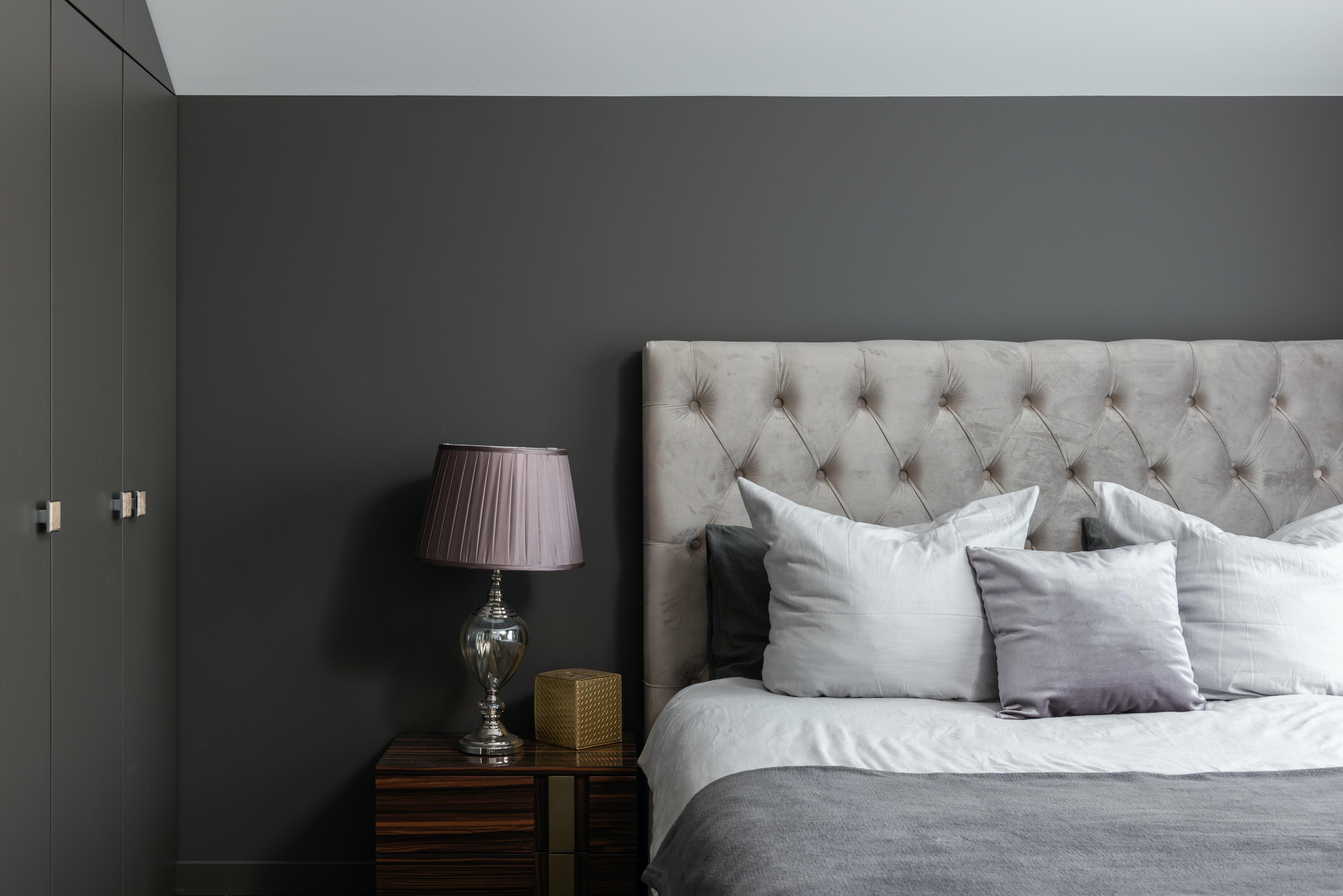 donkergrijze-verf-slaapkamer
